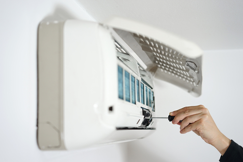 【プロ直伝】たった一つの工夫でエアコン内部を清潔に保つ裏技