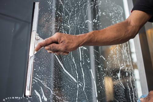 家庭でも簡単!窓を綺麗に掃除する方法